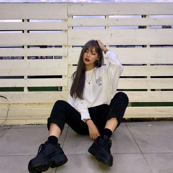ulzzang korean girl baddie outfit style black platform