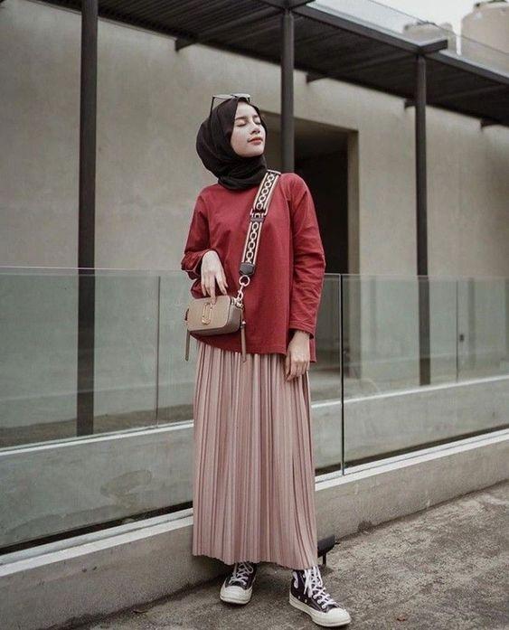 8 potret hijaber yang tampil manis dan sopan pakai rok
