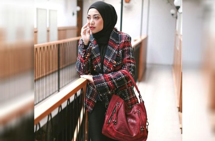 gaya hijab rachel vennya ke kantor bisa jadi referensi