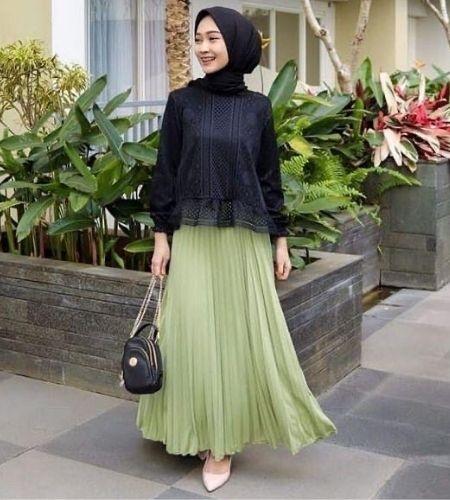 ootd hijab dan rok plisket yang bikin kamu tampak anggun