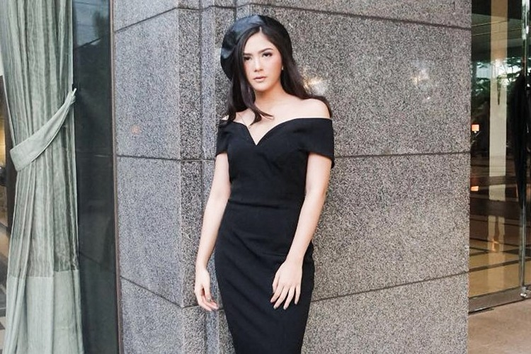popbelaootd elegan dengan dress hitam untuk malam tahun baru