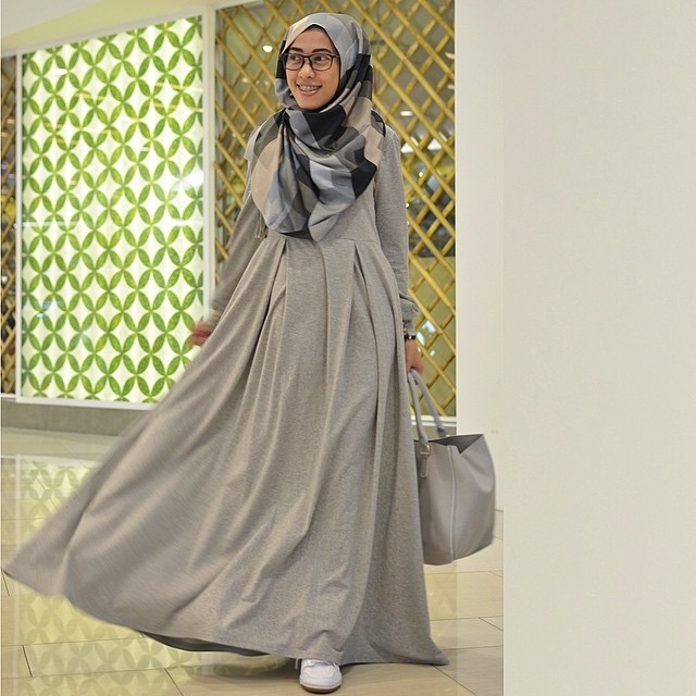rubber cuff sleeve round neck jubah dress including shawl