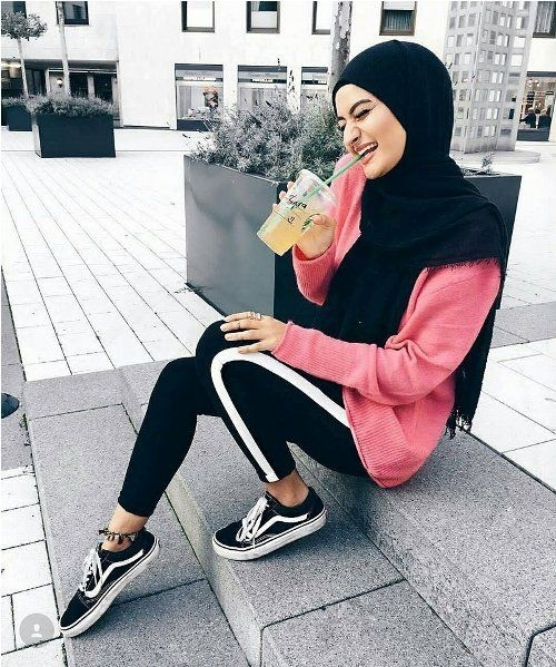 sporty pants with white line hijab outfits for the gym 1