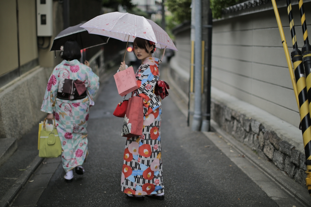 street style kyoto the art of wearing a kimono earth to