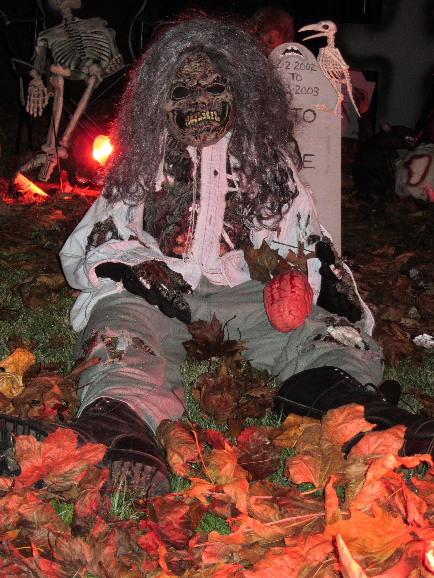 Haunted graveyard - Halloween Attractions in Langley