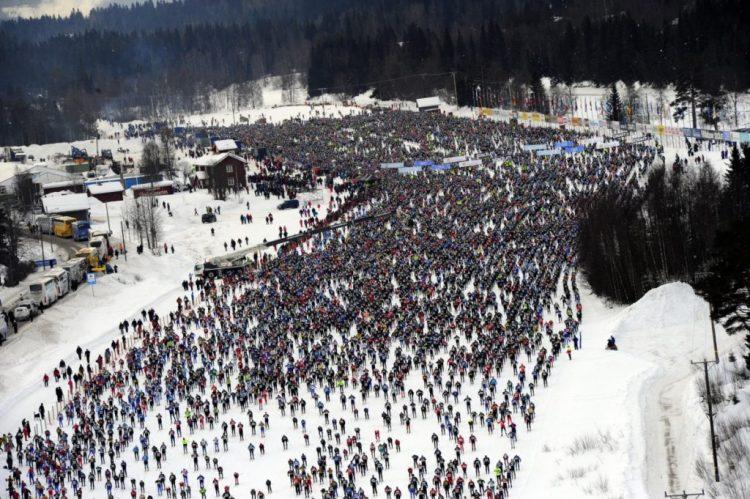 Starten på Vasaloppet er gået, og de 15.000 deltagere er undervejs. Foto Nisse Schmdt/ Vasaloppets pressetjeneste
