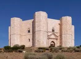 Castel del Monte: a perfect symbolic shape! (I. Level B2) 3