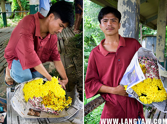 A flower vendor up in the hinterlands of Cebu near the Cebu Transcentral Highway packs a bundle. The area is located at the highest portion of Cebu where the cut flower industry thrives.