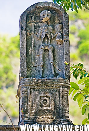 A skeleton with staff and what looks like a chalice found at the top of the Boljoon cemetery arch