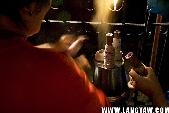 A wisp of vapor coming out from the traditional puto bumbong steamer