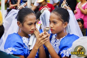 A pair of dancers before the start of the Sinulog.