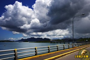 The spectacular San Juanico bridge connecting Samar and Leyte