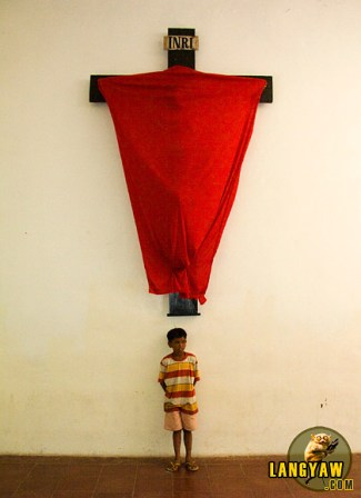 An image of the crucified Christ marks the solemnity of the Semana Santa in Talisay City