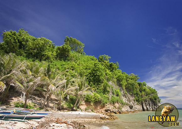 "The ""pangpang"" or cliff in Tapilon where the original ""bantayan sa hari"" used to stand."