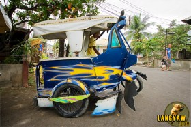 Side view of another tricycle