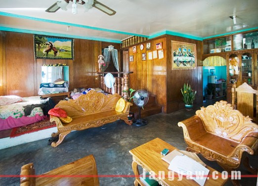 TPS Homestay: sala with two queen sized beds
