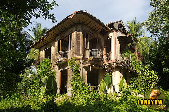 Ruins of an old mansion in Barili, Cebu