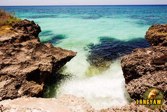 Coraline rocks, emerald waters