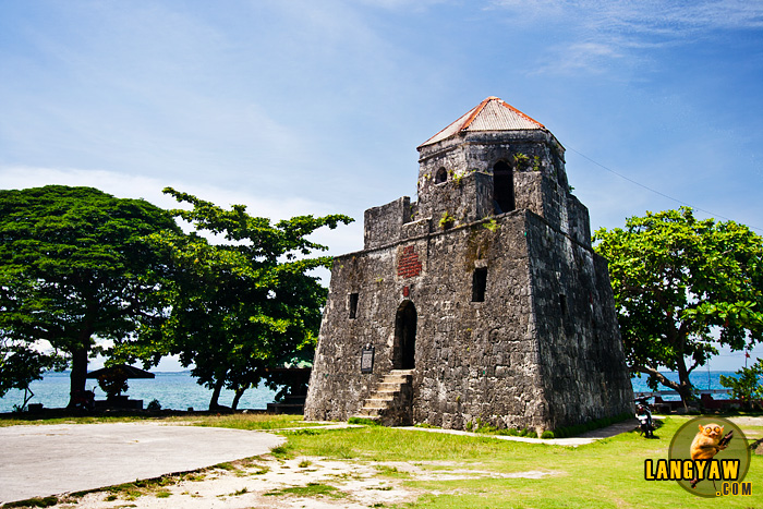 The fort at Maribojoc, called Puntacruz which was built in the 18th century guarded this side of the island from Muslim slave raiders