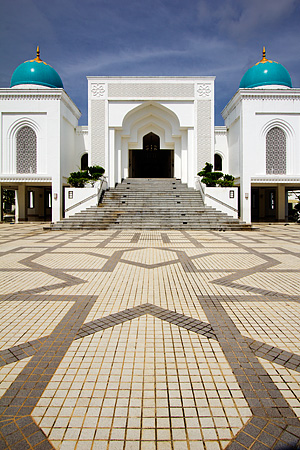 The beautiful geometric patterns around the Albukhary Mosque grounds