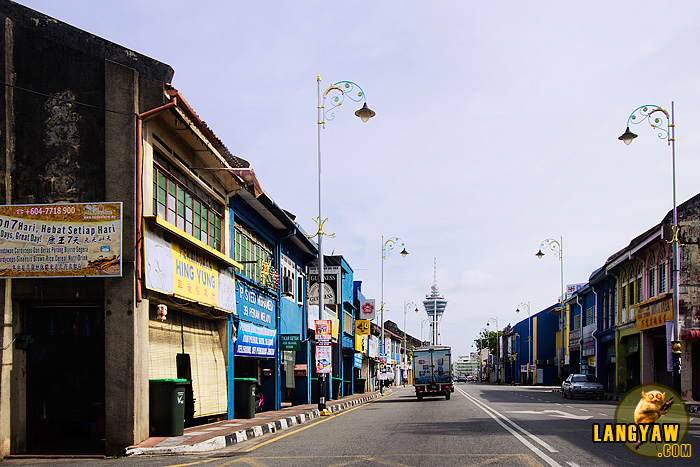 The city center of Alor Setar still has those ubiquitous old shophouses