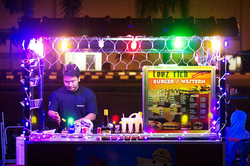 A stall that is setup at night time, at the side of The Leverage Hotel in Mergong