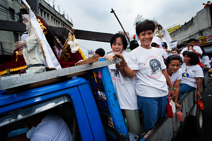 Devotees from different parts of Metro Manila congregate arrive