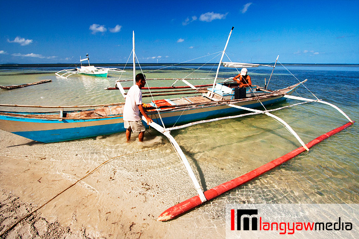 Fishermen at the shallows of Agutaya