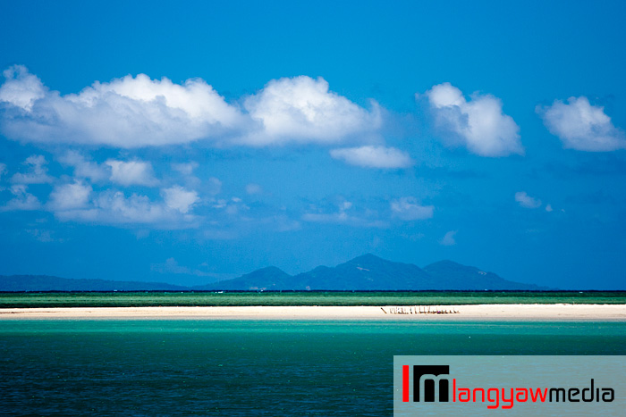 Just a few hundred meters from Cuyo port, a tongue of land jutting out into the emerald sea