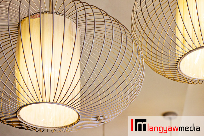 Simple but beautiful ceiling lamps of the cafe