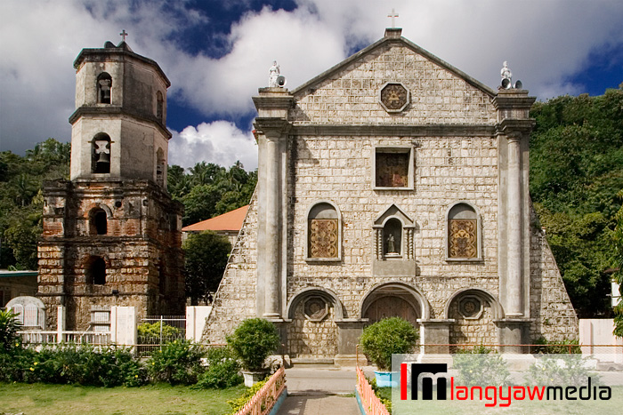 Romblon Church is one of the churches with a beautiful retablo