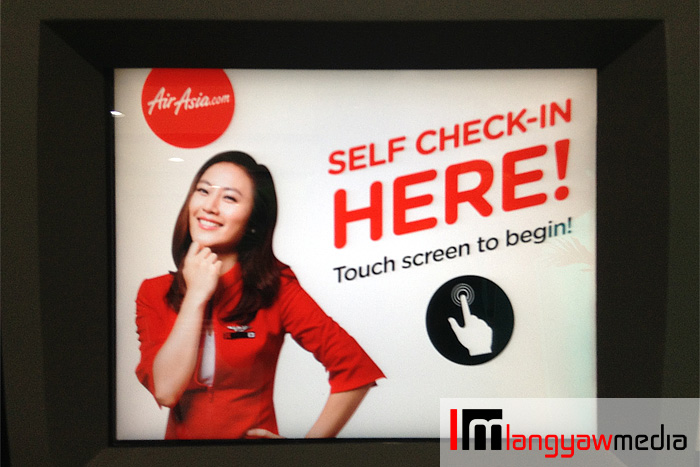 The opening screen that greets passengers checkin in at the Air Asia kiosk