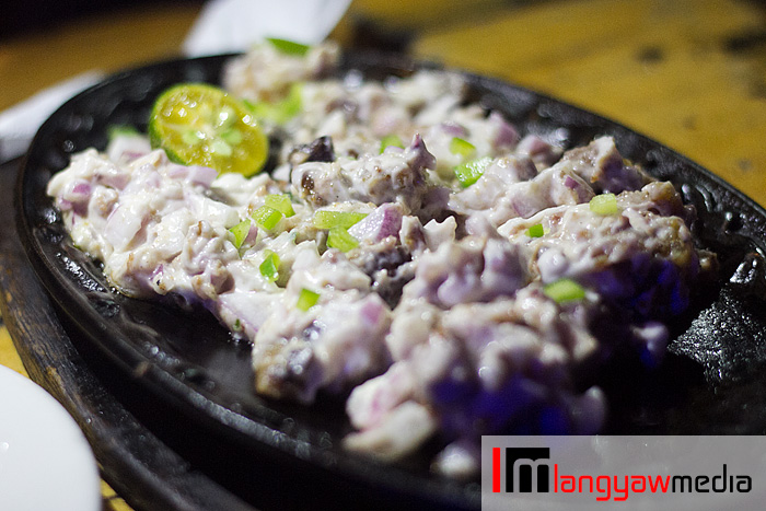 The pork sisig was crunchy because there's plenty of chicharon included