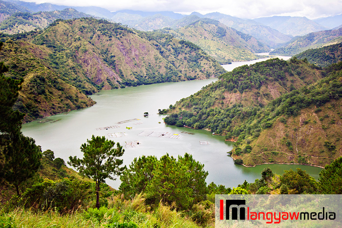 Sweeping views of the rugged Cordillera with the Ambuklao River dammed up