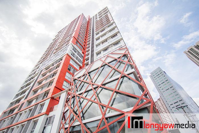 Earthworm's view of Sunshine 100 City Plaza