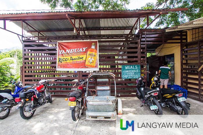 Rico's Pansitan is a popular pansit miki place along the highway near the junction to Pidigan town proper