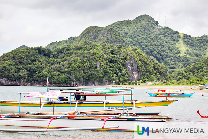 Outrigger boats waiting for tourists for island hopping