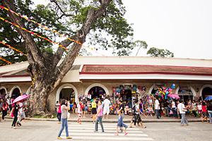 Exterior of the Plaza del Pilar souvenir shops