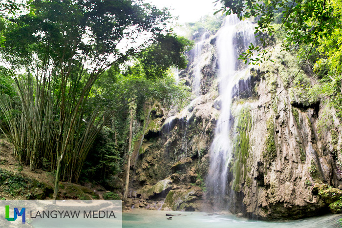 Tumalog Falls is so difficult to shoot fully even if one used an ultrawide lens. This is a stitched version.