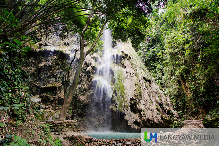 Tumalog Falls in Oslob is quite high but the water is not strong enough to produce a powerful surge