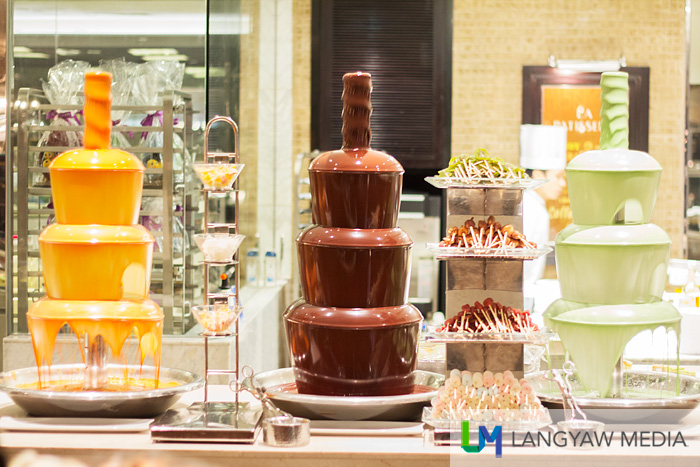 Chocolate fountains in three different flavors and with various sweets to dip!