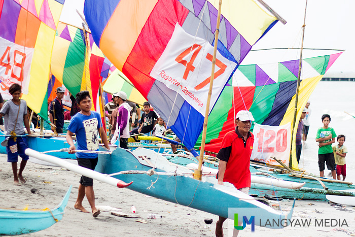As their category/division is called, vinta racers head to the shore