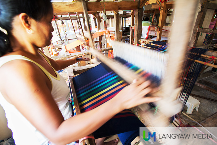 Loom weaving in Bulbulala, La Paz, Abra