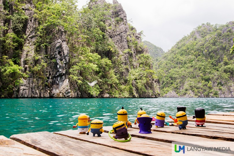Ah, they were in awe at the clear and pristine waters of Kayangan Lake!