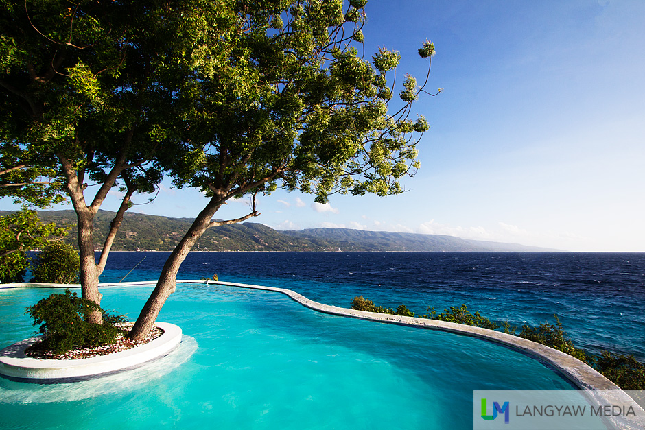 Sumilon Bluewater Island Resort's infinity pool gives you great views of the sea below