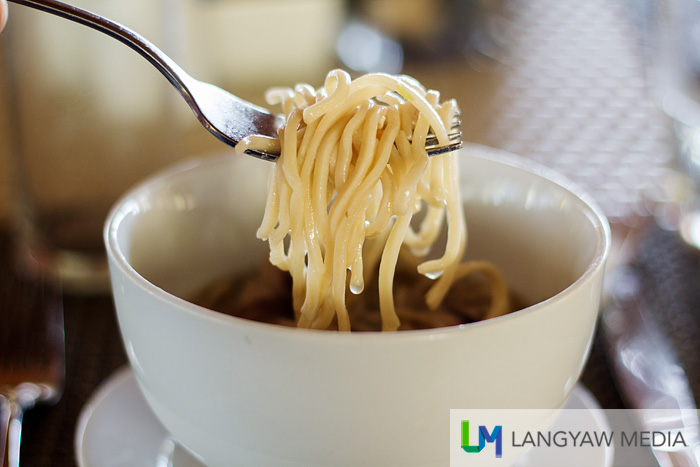 Noodle soup at the buffet table: firm, delicious and filling