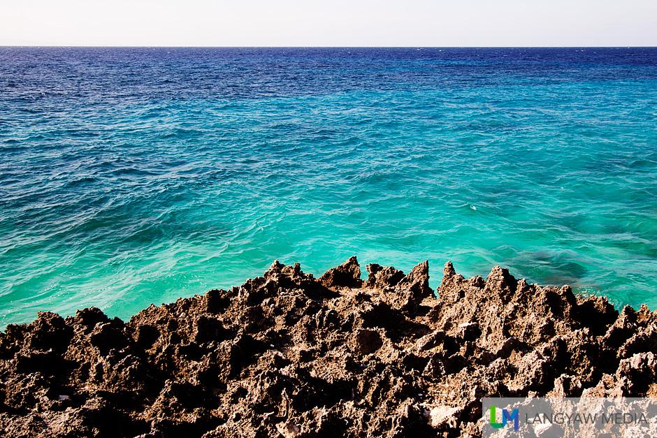 Aquamarine waters, sharp coraline stones