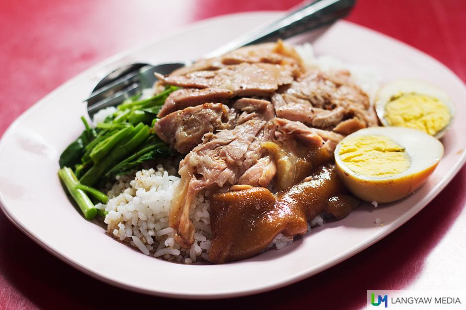 Stewed pork leg (khao kha mu)