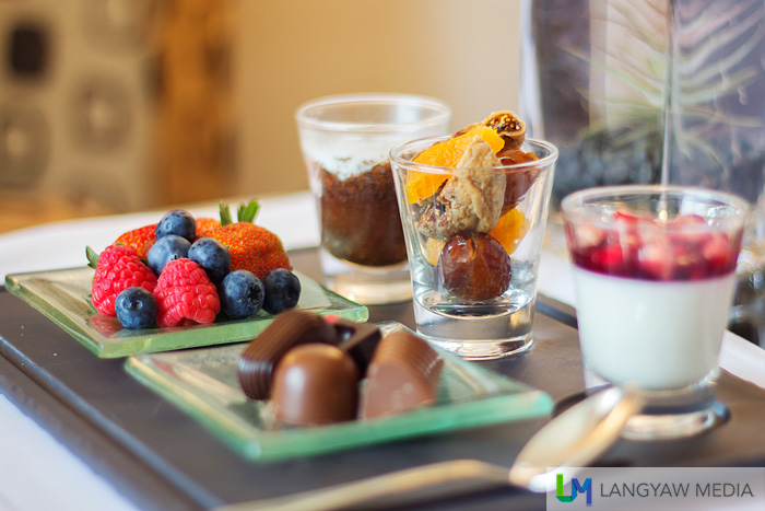 The welcome amenity is delicious and healthy as well: different kinds of berries, filled chocolate pieces, a pomegranate dessert, dried peach, figs and dates as well as a light chocolate mousse.