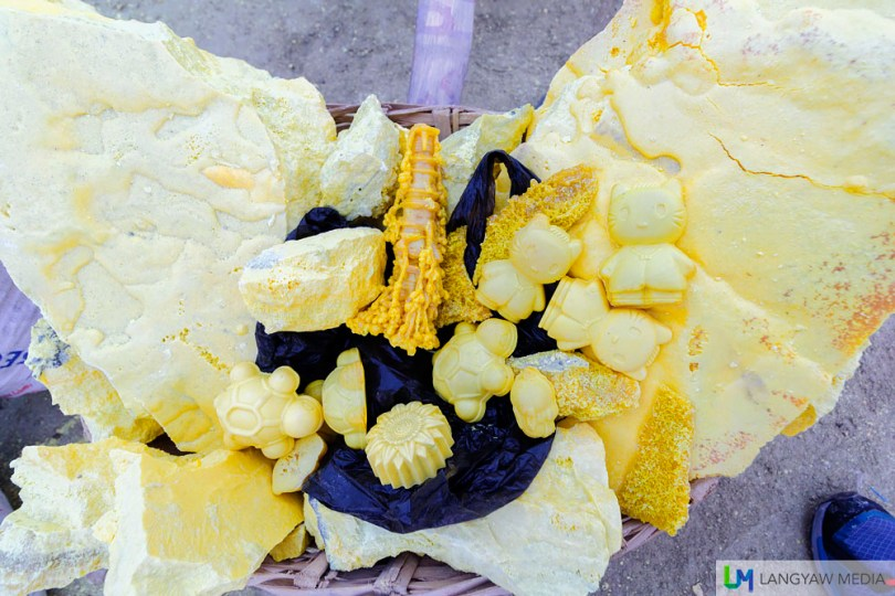 Carved sulphur as well as raw pieces sold as souvenirs to the hundreds of tourists and travelers going to Kawah Ijen